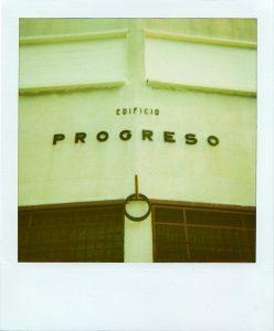 Curaduría: Félix Suazo Lisa Blackmore, Edificio Progreso Polaroid SX 70 (vencida) El anexo. Caracas, junio 2010 Cortesía Rody Douzoglou